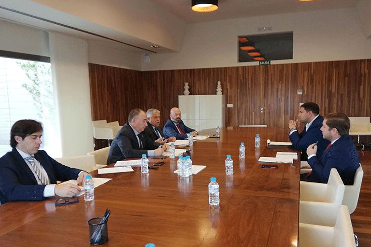 Ignacio Hernando, consejero de Fomento de Castilla – La Mancha se reúne con Fetcam por primera vez
